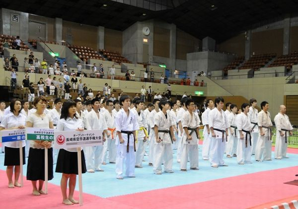 「一般の部」34名、「高校生の部」24名が出場し、県大会王者を目指す。